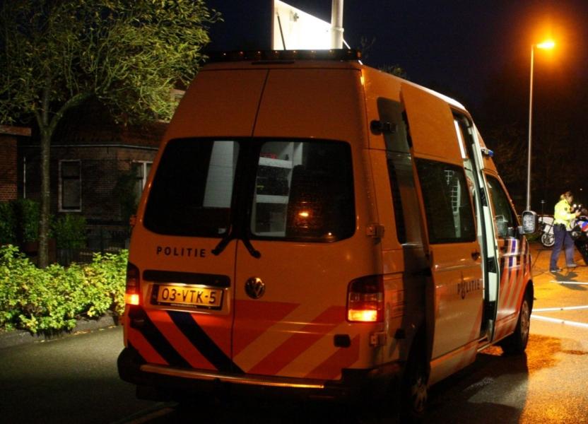 VOA auto politie zwaar beschadigd door vuurwerk