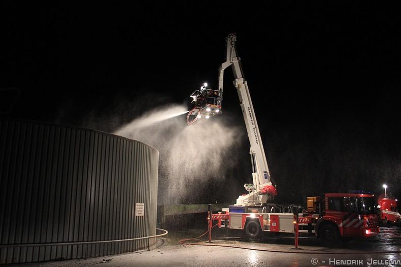 Felle brand verwoest loods naast mestvergister(Update)