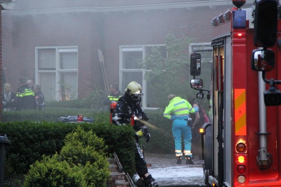 Brand in woning; bewoonster naar het ziekenhuis