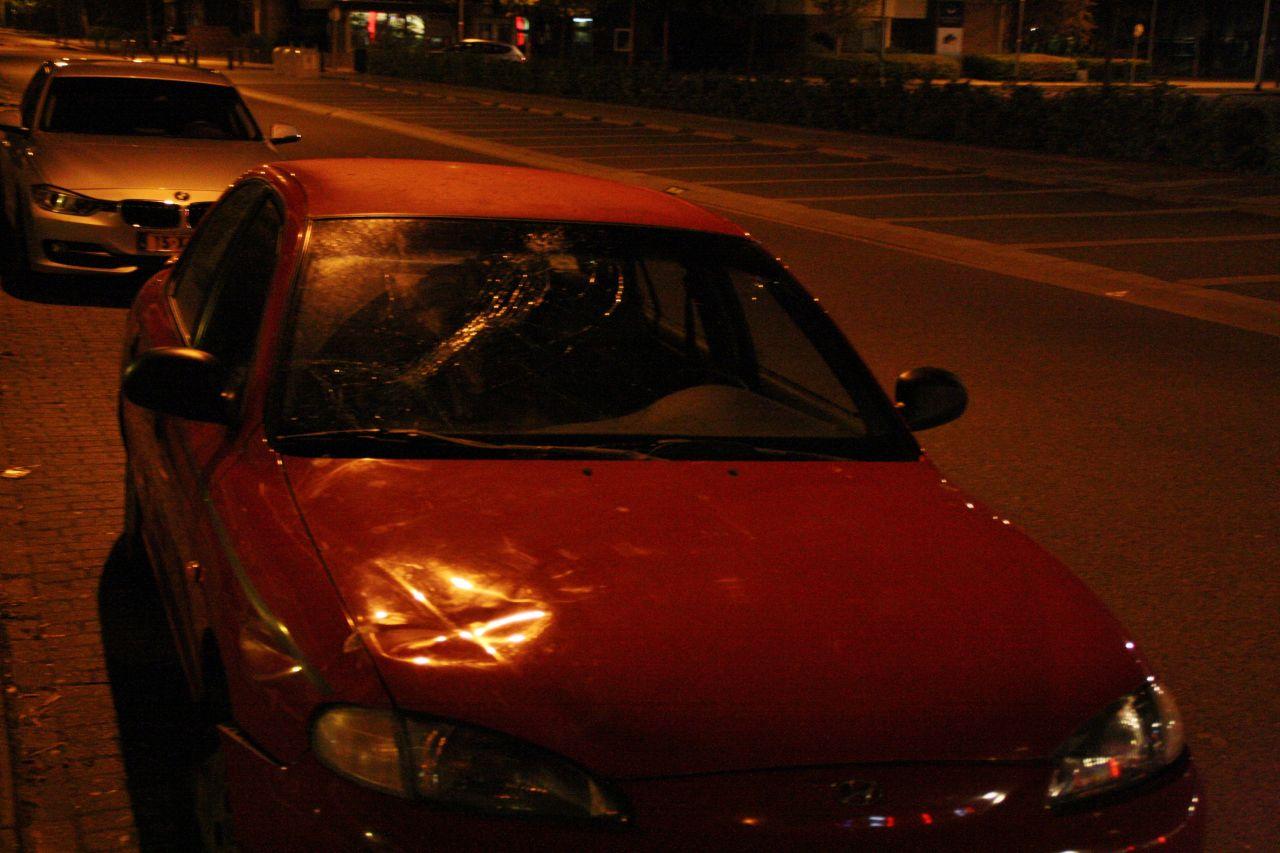 Snorfietser zonder rijbewijs in botsing met auto
