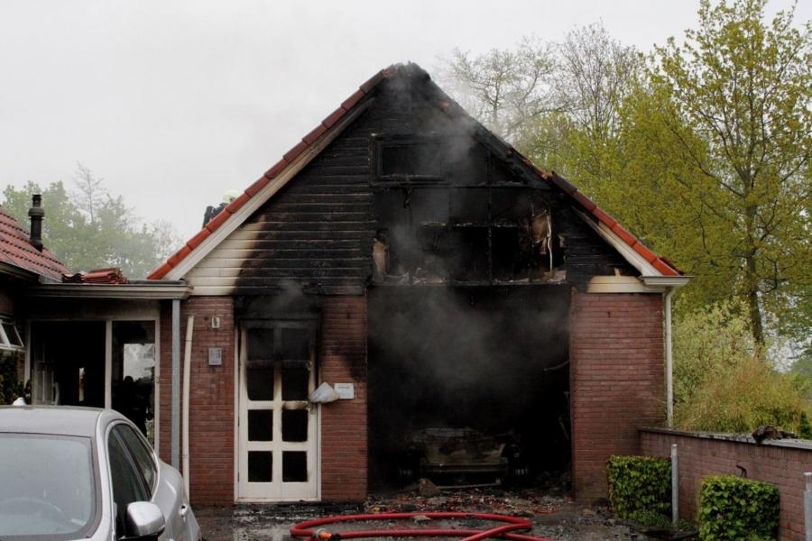 Rookmelder wekt bewoners tijdens brand
