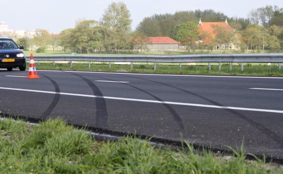 Auto over de kop A31