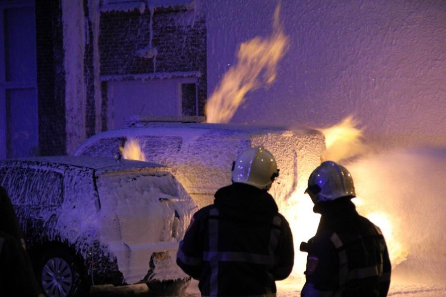 Auto stadstoezicht verwoest door brand
