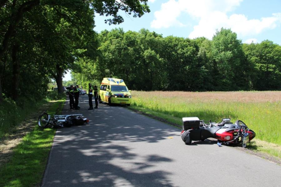 Motoren botsen: twee gewonden