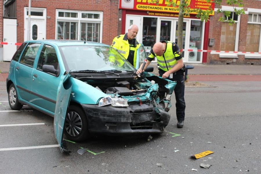 Auto's botsen: weg dicht