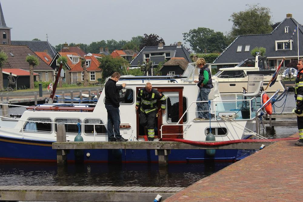 Boot maakt water in jachthaven