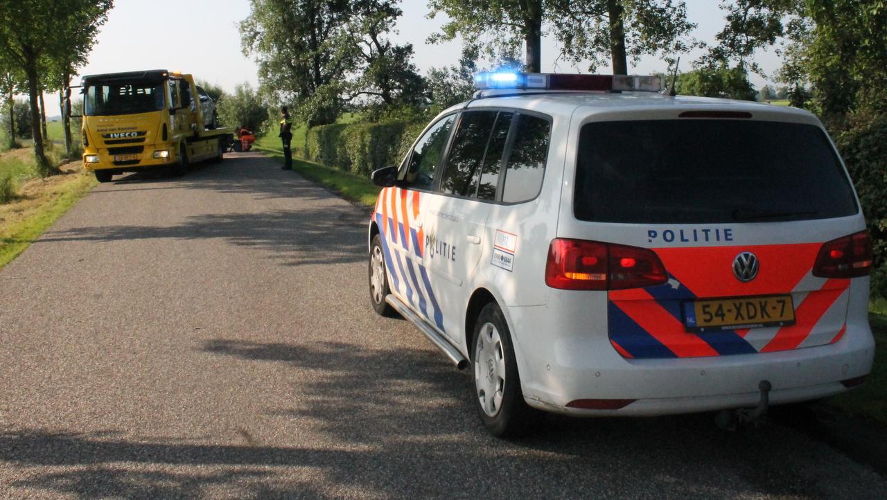 Personenauto's beschadigd na frontale aanrijding