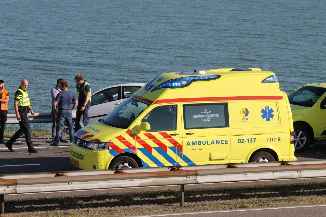 Zes gewonden bij ongeval op de Afsluitdijk