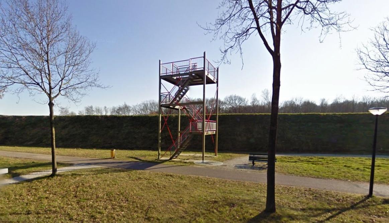 Meisje ernstig gewond door sabotage uitkijktoren