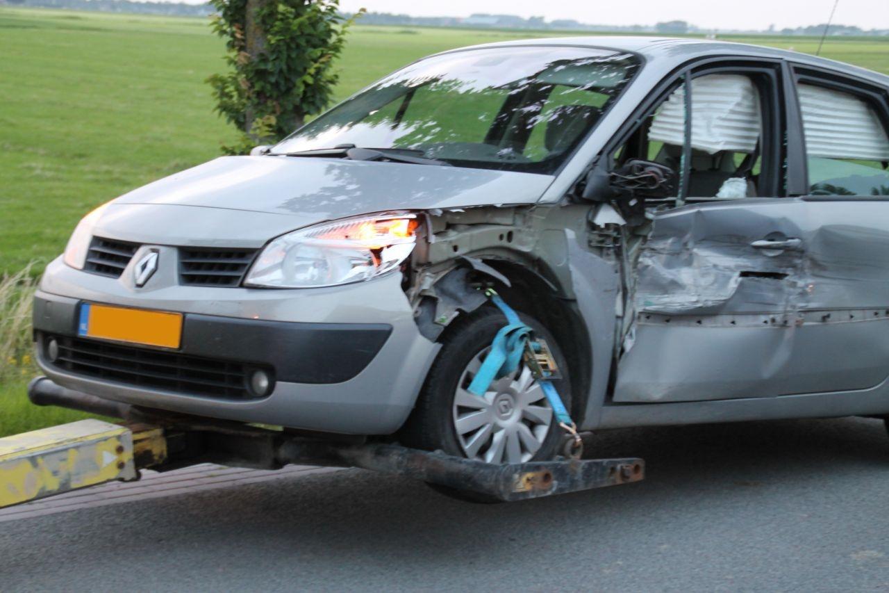 Auto zwaar beschadigd bij aanrijding