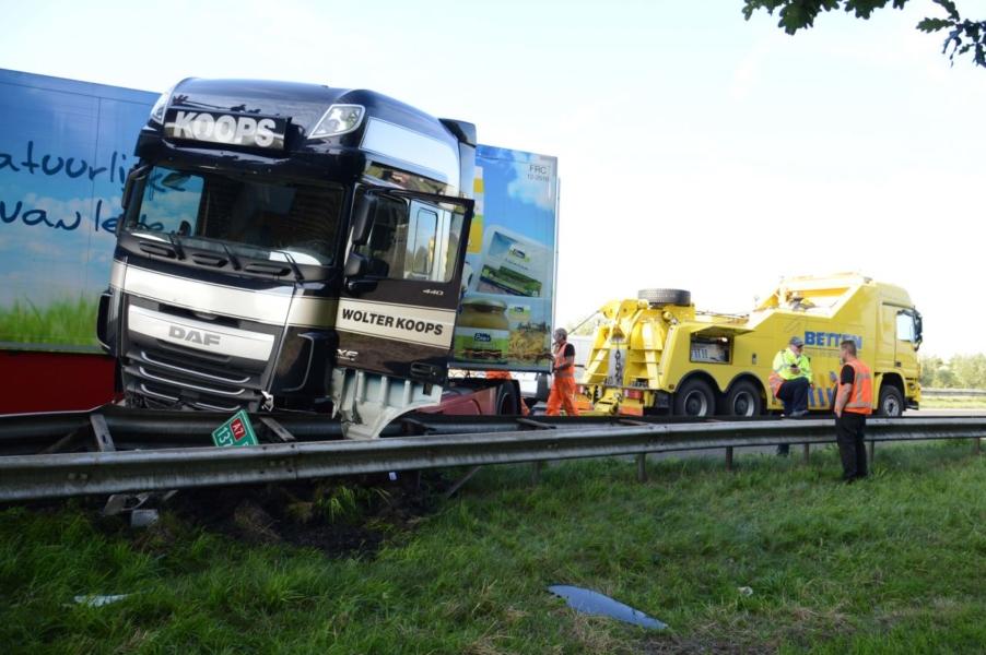 Vrachtwagen geschaard A7 Joure