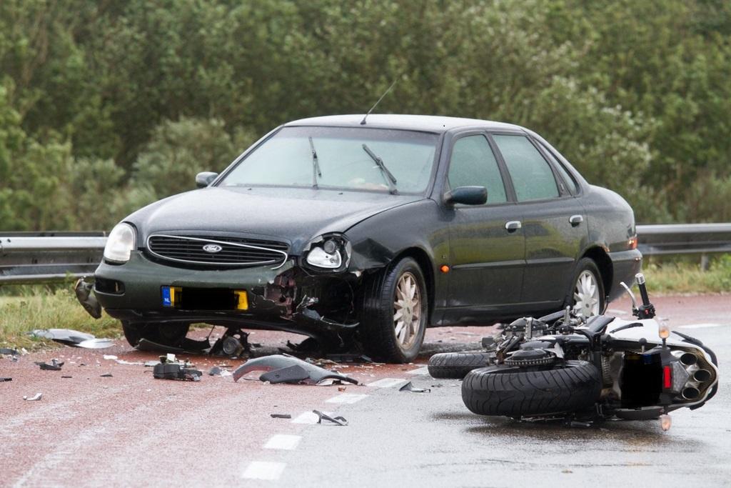 Motorrijder gewond na ongeval met auto