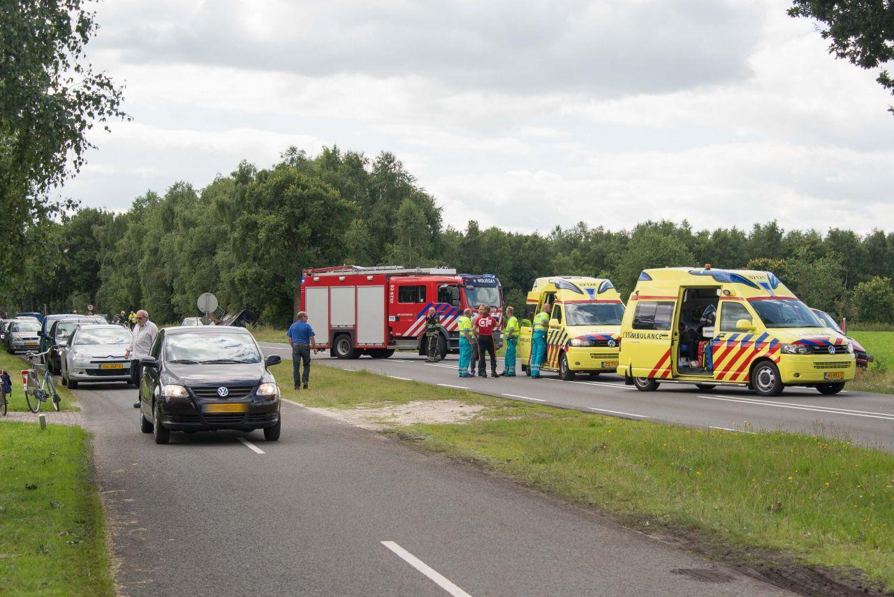 Twee gewonden bij botsing tussen busjes