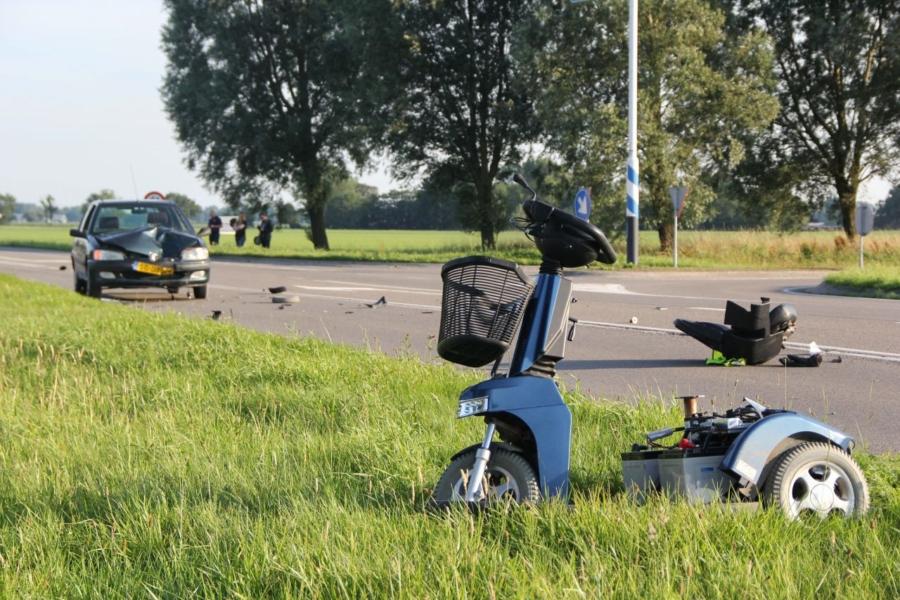 Man op scootmobiel aangereden tijdens oversteken