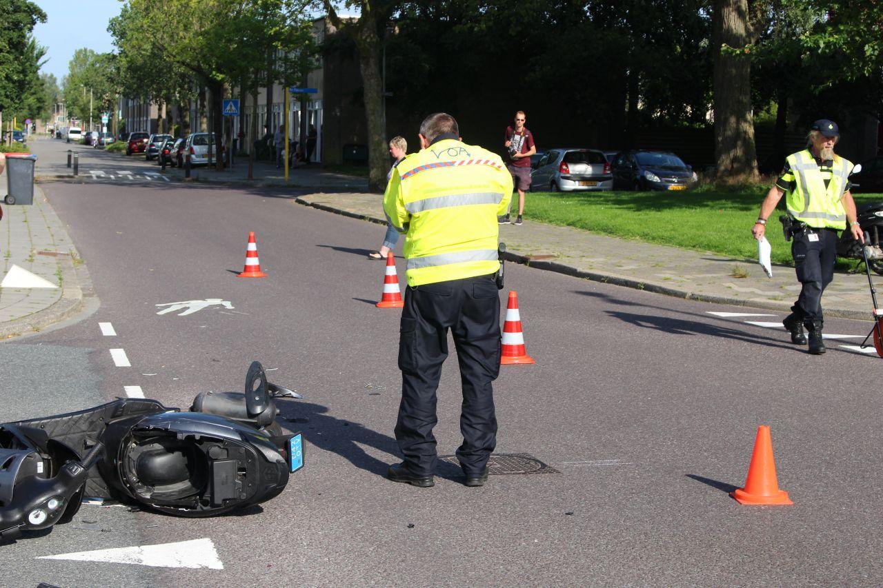 Snorfietser gewond na botsing met auto