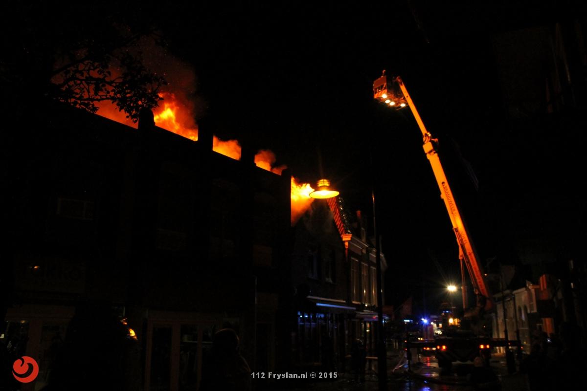 Grote brand verwoest café en woning in binnenstad