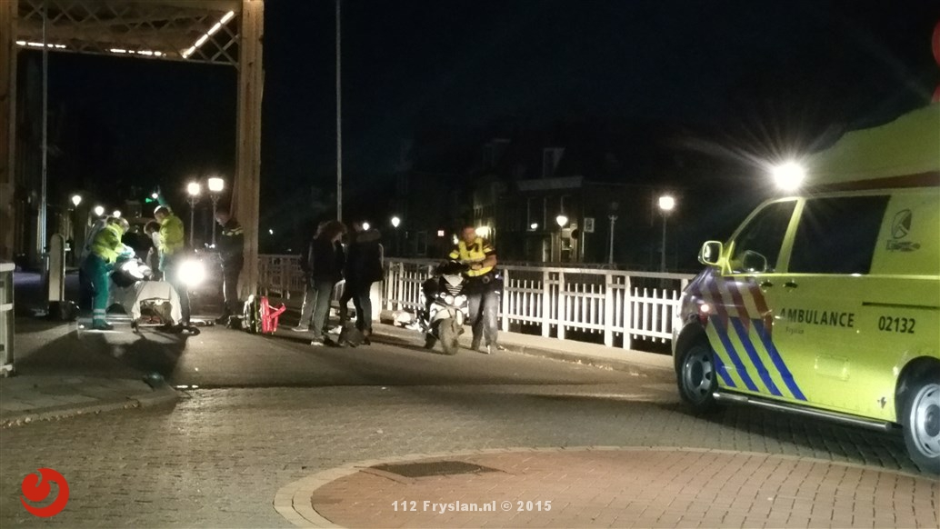 Scooter onderuit: Twee gewonden