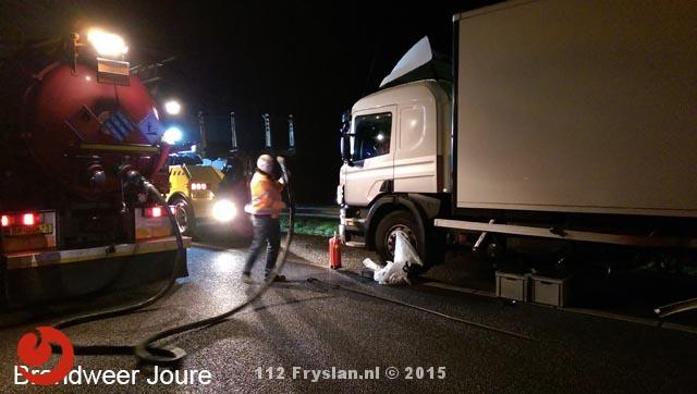 Vrachtwagen met lekke dieseltank na aanrijding