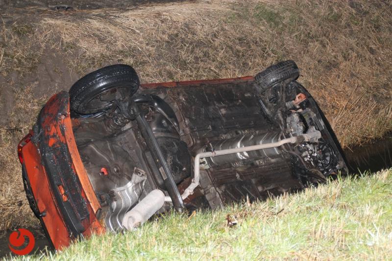Twee gewonden bij auto in de sloot na stuurcorrectie