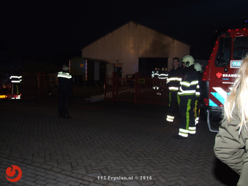 Auto in brand in loods