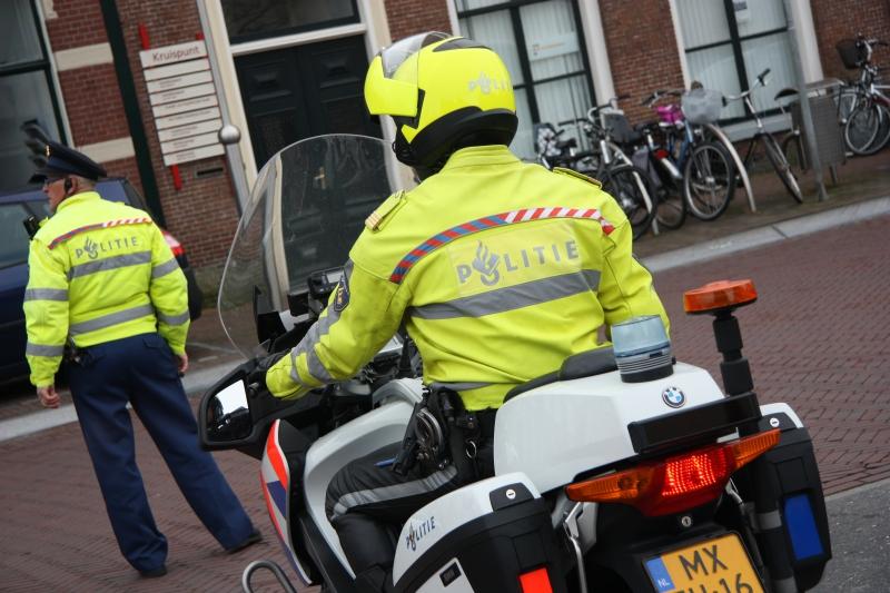 Fietsster botst tegen politievoertuig