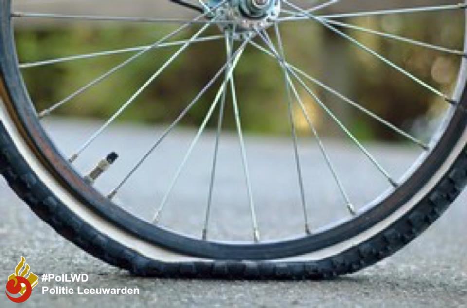 Politie zoekt getuigen vernieling fietsbanden