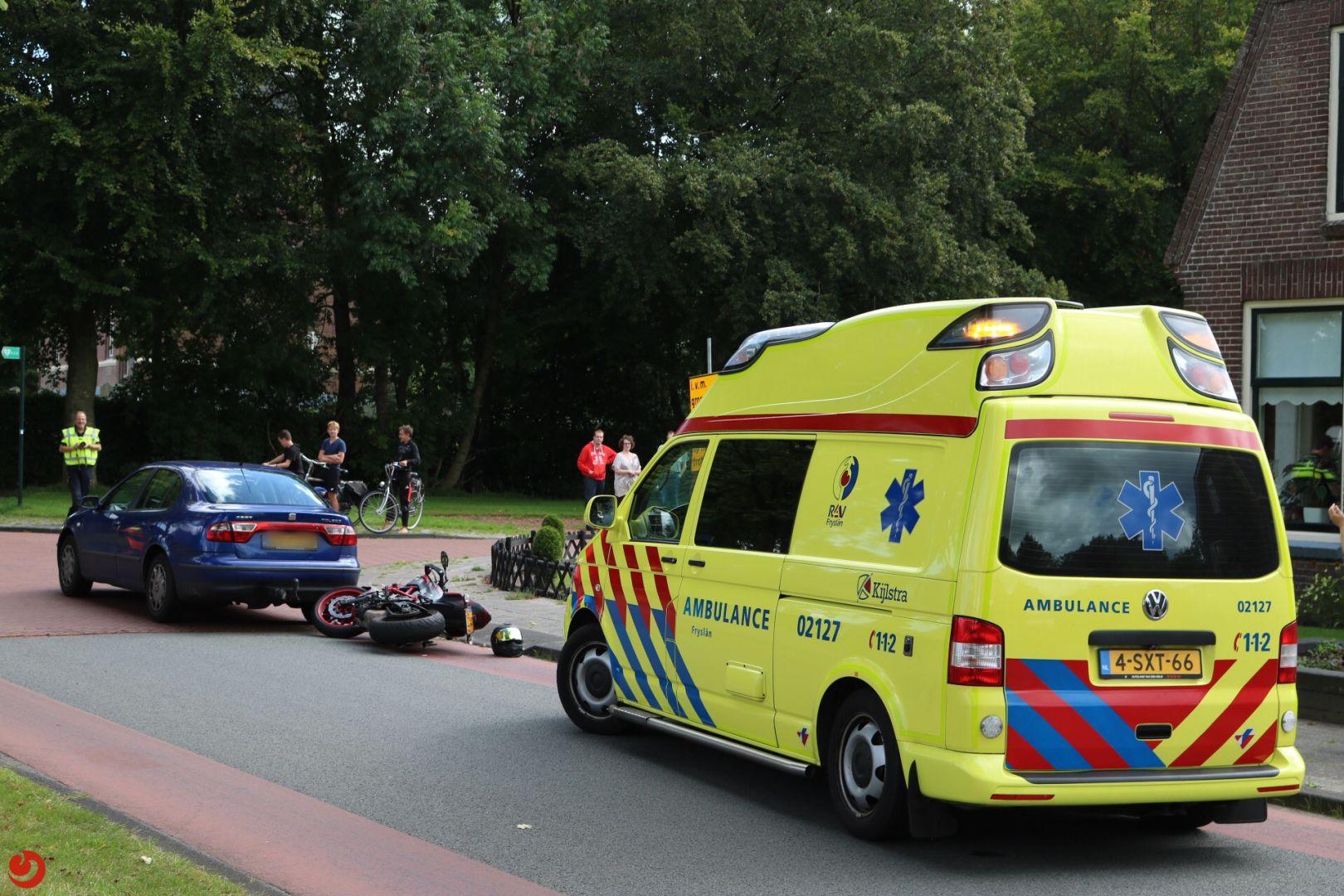 Motorrijder gewond bij botsing tegen auto