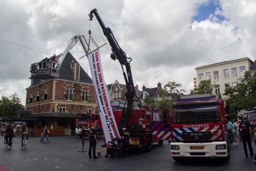 Brandweer houdt publieksvriendelijke actie voor beter pensioen