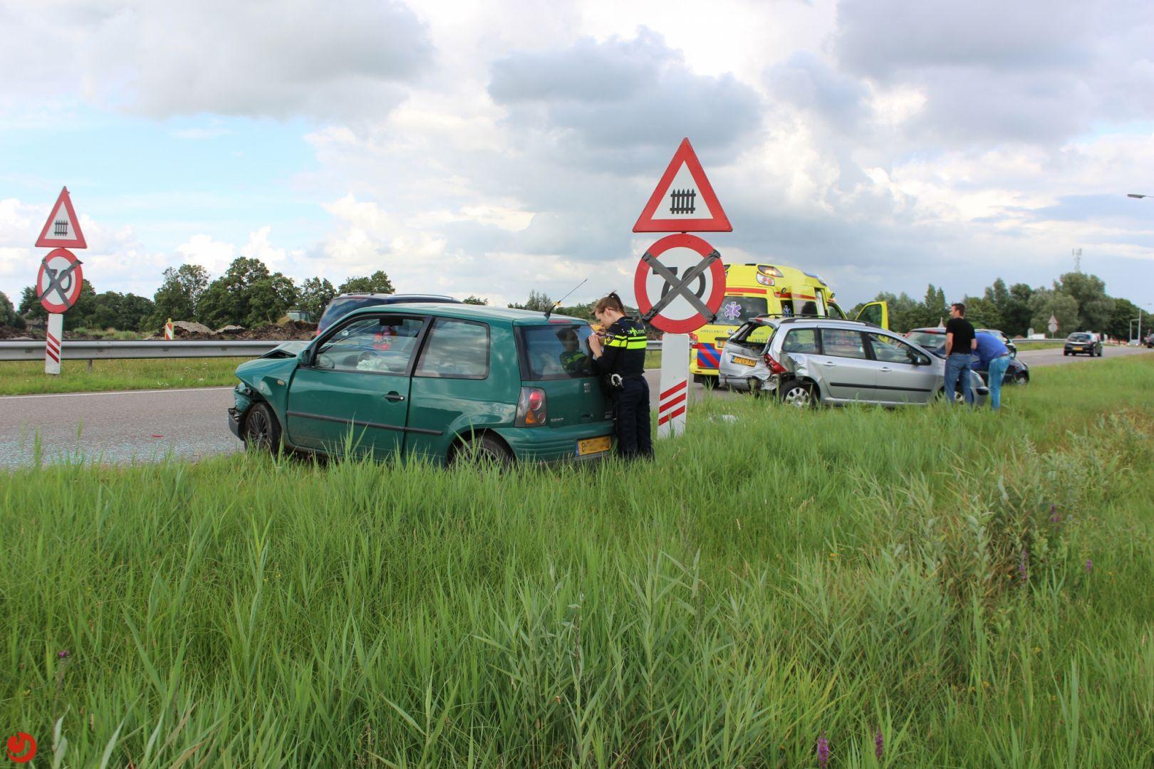 Gewonde en flinke schade bij aanrijding N355