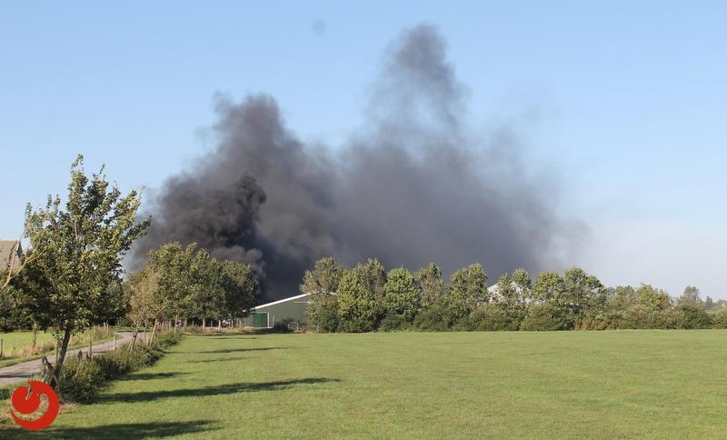 Forse brand bij boerderij in Aldtsjerk