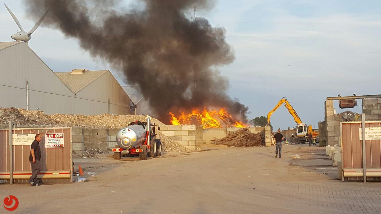 Grote brand bij afvalverwerker