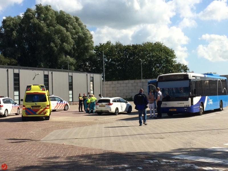 Lijnbus en auto botsen