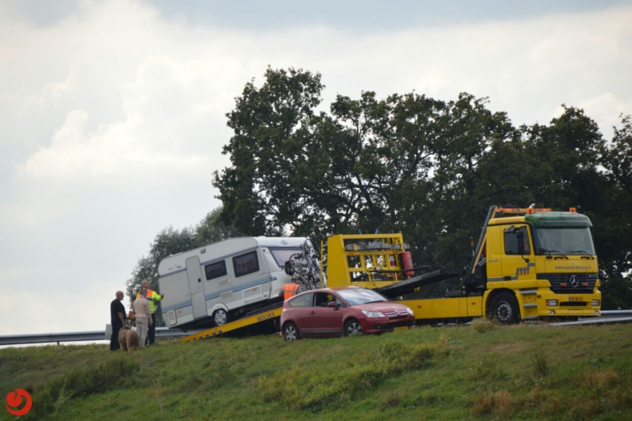 Auto met caravan geschaard A32