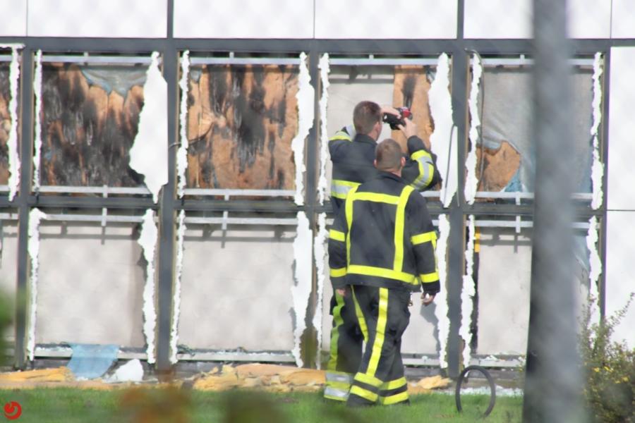 Brand in buitenmuur bij militair centrum