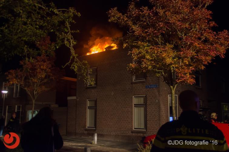 Woningbrand ontdekt door surveillerende agenten