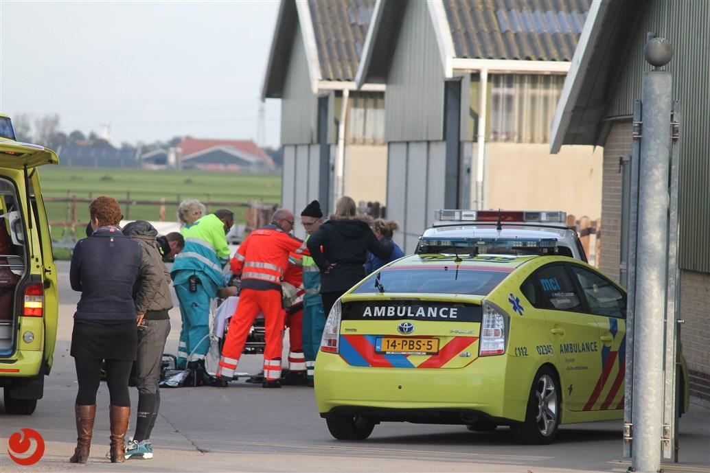 Meisje zwaargewond na trap van paard op manege