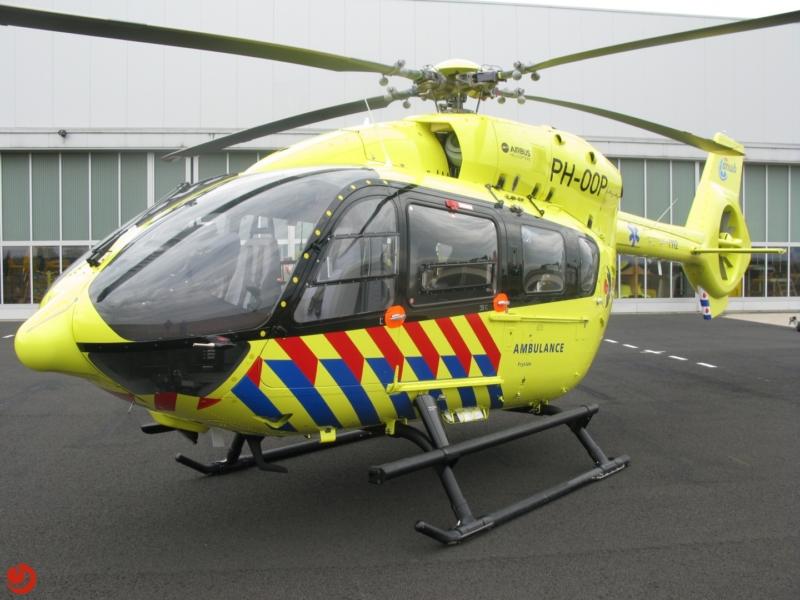 Eerste Nederlandse ambulanceheli landt in Leeuwarden