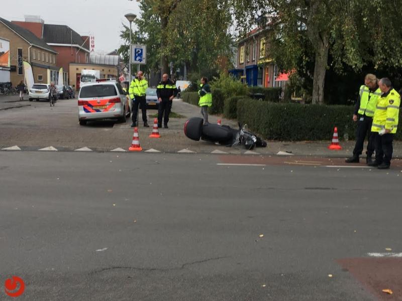 Ambulance rijdt scooter aan