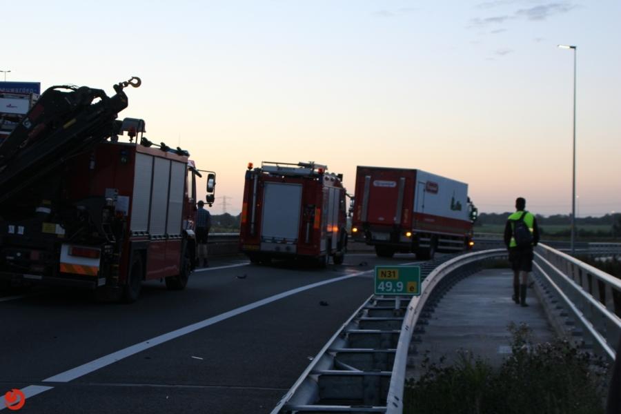 Dodelijk ongeval: auto van talud op spoor