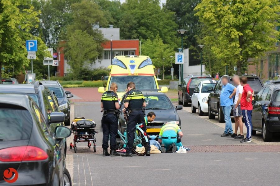 Meisje gewond na aanrijding met auto