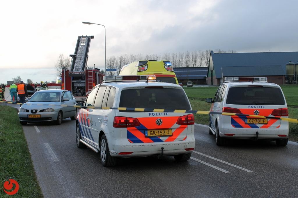 Persoon in auto bekneld bij verkeersongeval