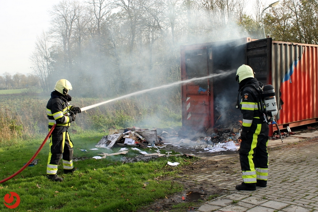 Vermoedelijke brandstichting in oud-papiercontainer