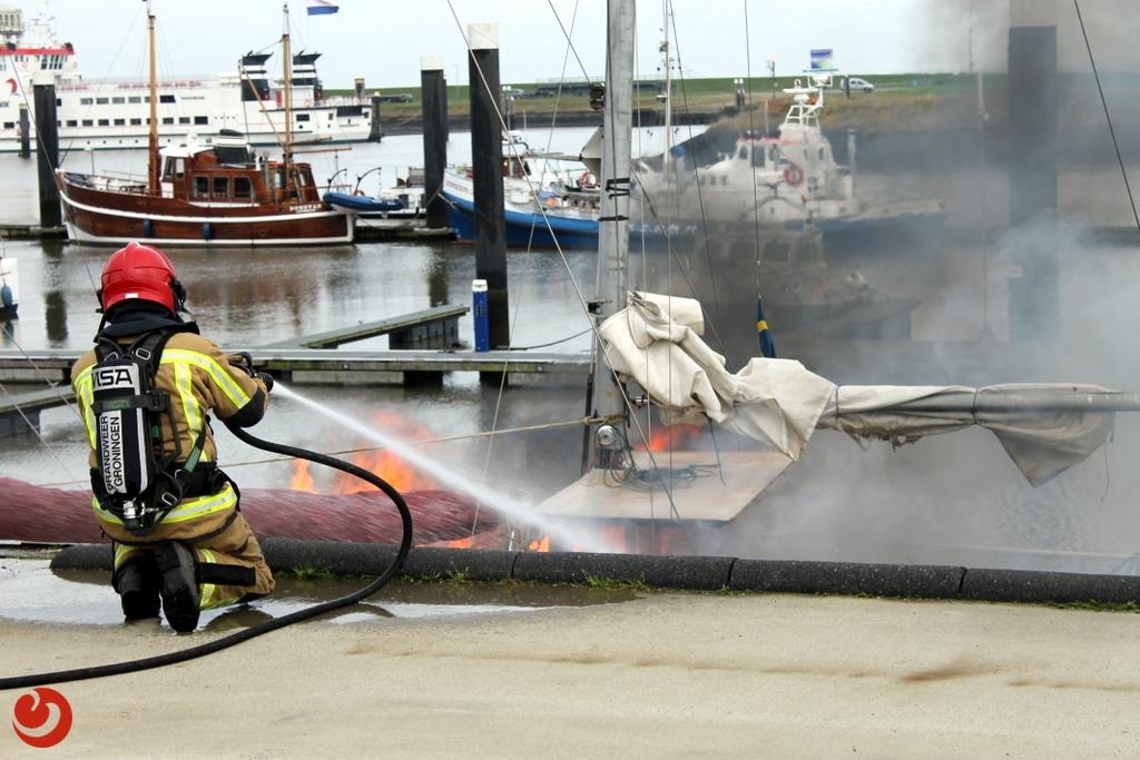 Stuurhuis van schip verwoest door brand
