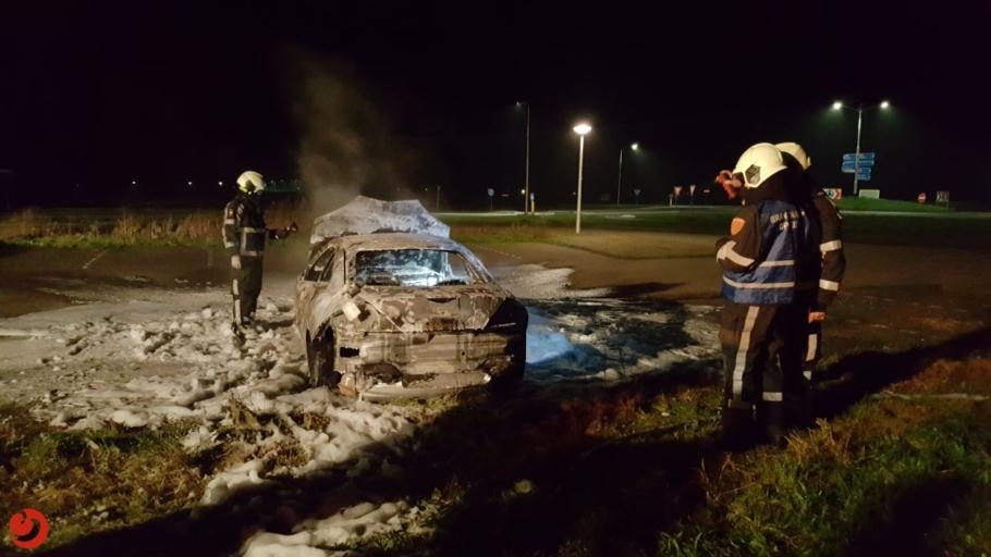 Auto verwoest door brand op carpoolplaats