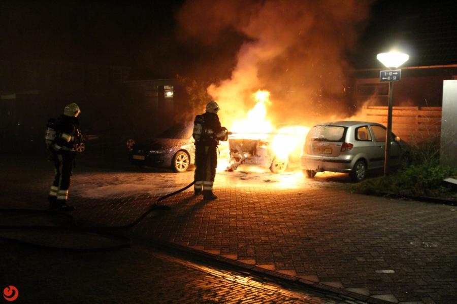 Drie auto's zwaar beschadigd door brand