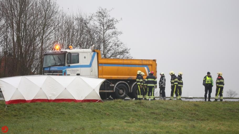 Automobilist overleden na botsing met vrachtwagen op N359