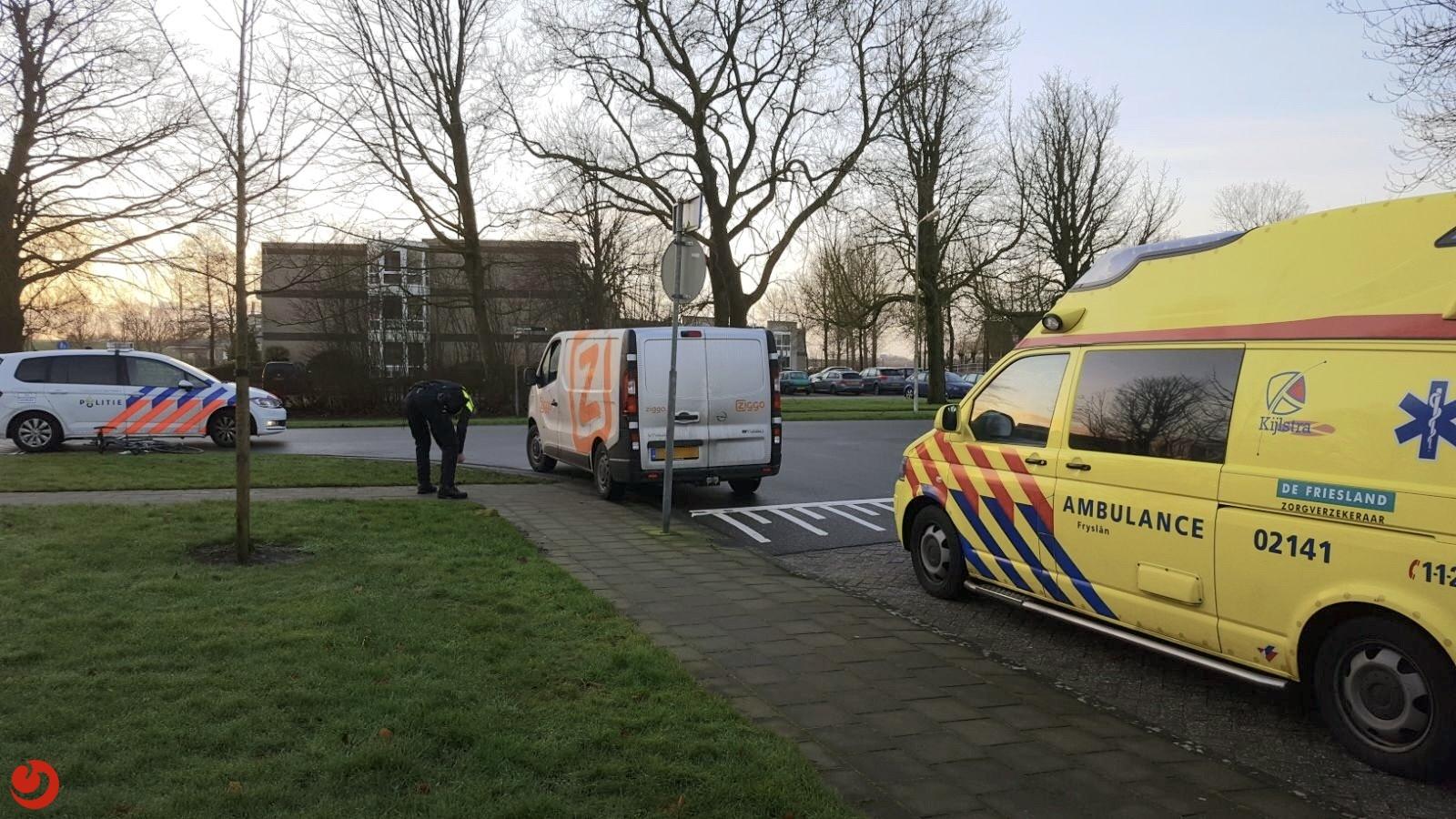 Vrouw gewond na aanrijding met busje