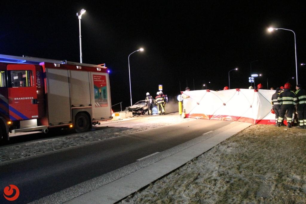 Auto vat vlam na botsing; bestuurder gewond