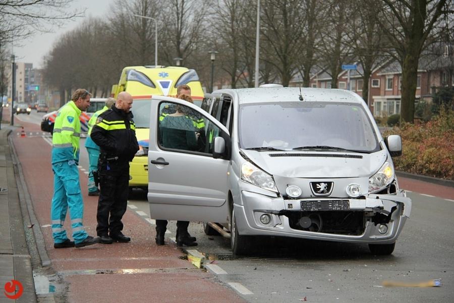 Auto's zwaar beschadigd bij botsing