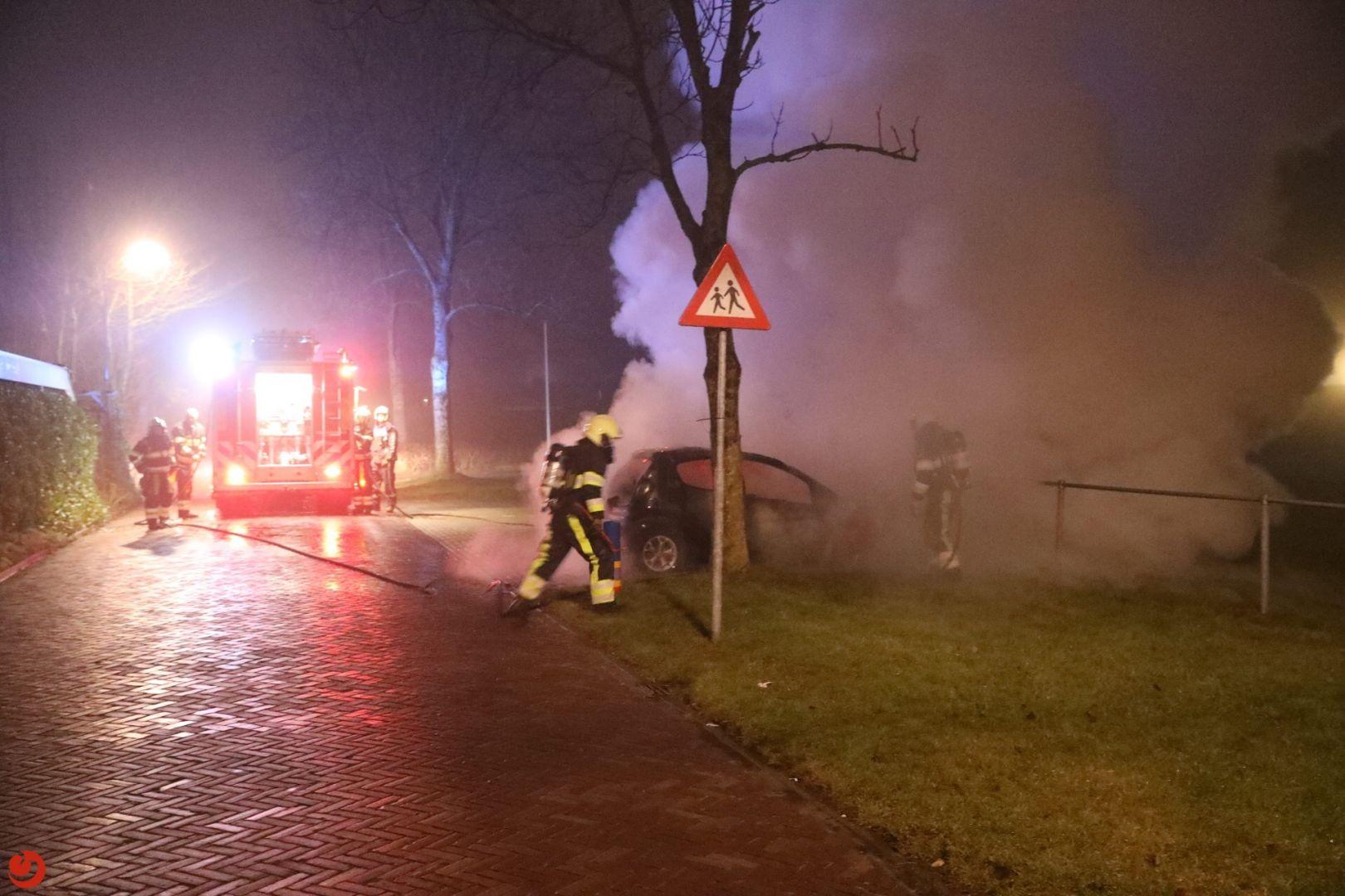 Auto brandt uit op parkeerplaats